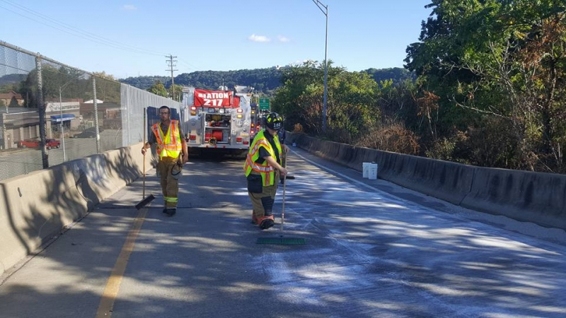 Station 102 responds to Containment Detail on the Highland Park Bridge